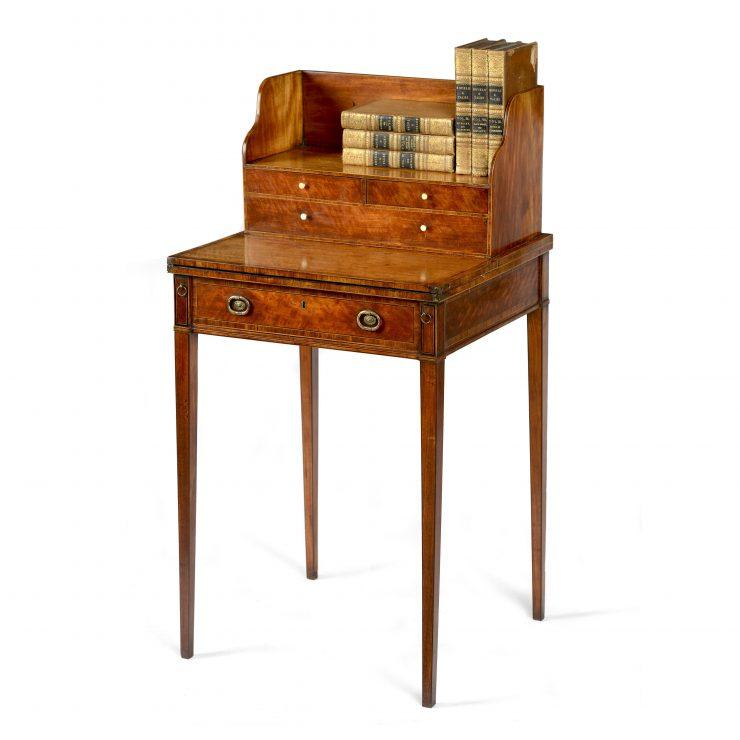 Cheveret Desk