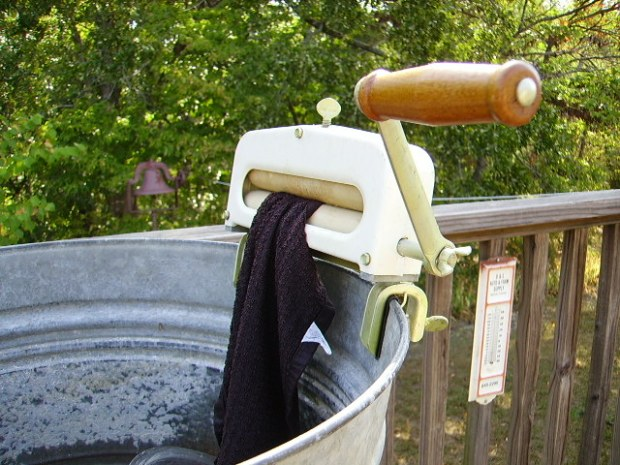 Alternatives to Clothes Wringer: Hand Crank