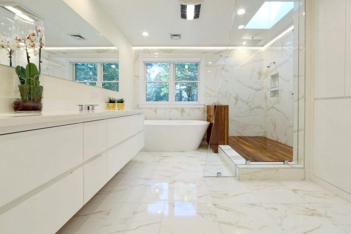 Doorless Shower with Teak Floor
