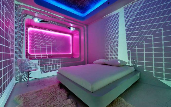 Futuristic Bedroom Idea: Minimalist Bedroom with Geometrically Patterend Walls and Neon Coloured Lights
