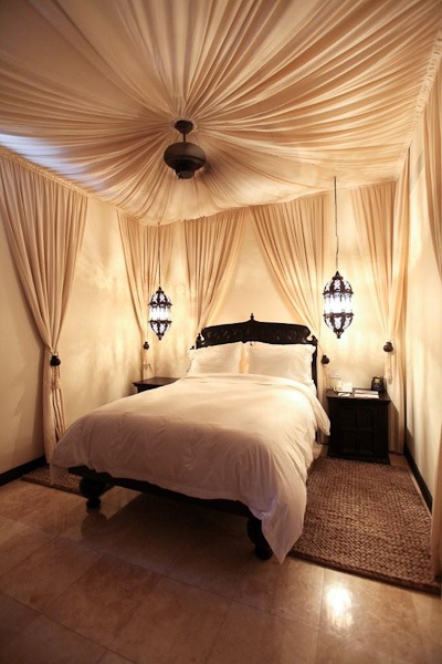 Moroccan Bedroom Decor: Ceiling Draped in Fabric