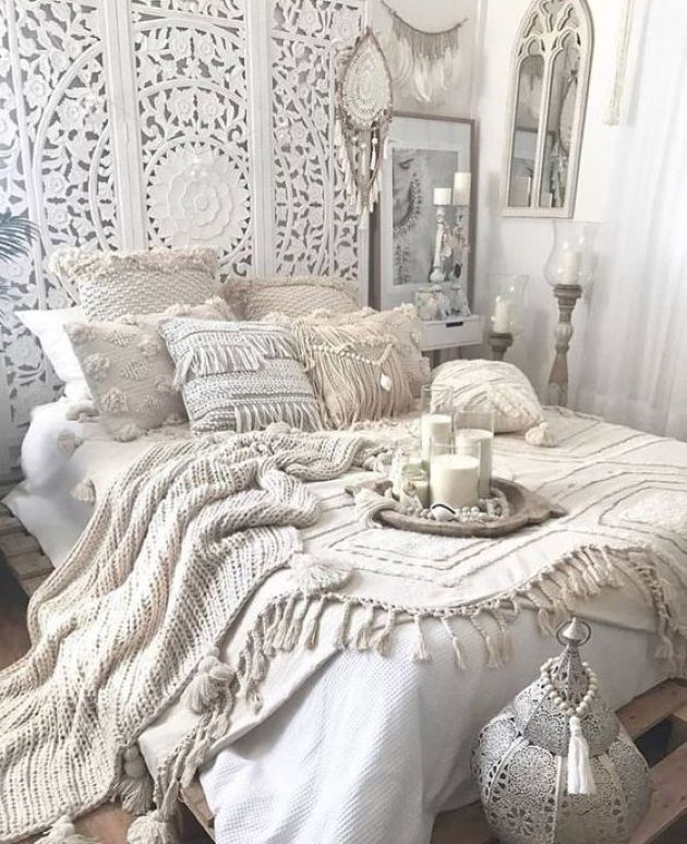 Moroccan Bedroom Decor: Crochet Pillowcases and Blankets