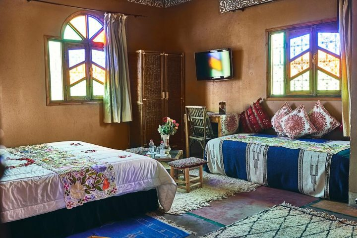 Moroccan Bedroom Decor: Colourfully Stained Windows