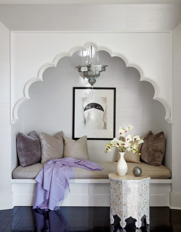 Moroccan Bedroom Decor: Comfy Reading Nook Inside Curly Arch
