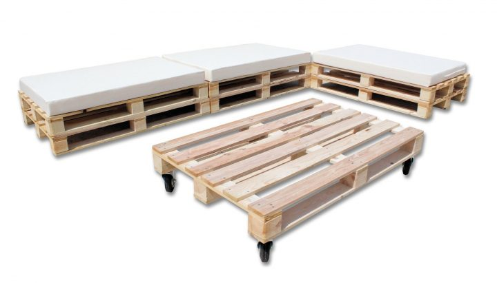 Outdoor Pallet Chill Out Seating Group