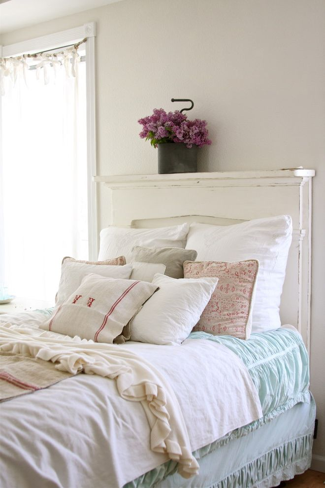 Rustic Bedroom Decoration: Pillows! Mountains of Pillows on the Bed!