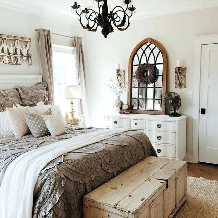 Rustic Bedroom Decoration: Old Wooden Trunk at the Foot of the Bed