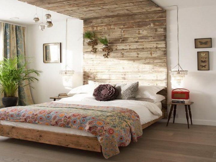 Rustic Bedroom Decoration: Use Old Wood Panels to Create a Headboard and Ceiling Frame Around the Bed