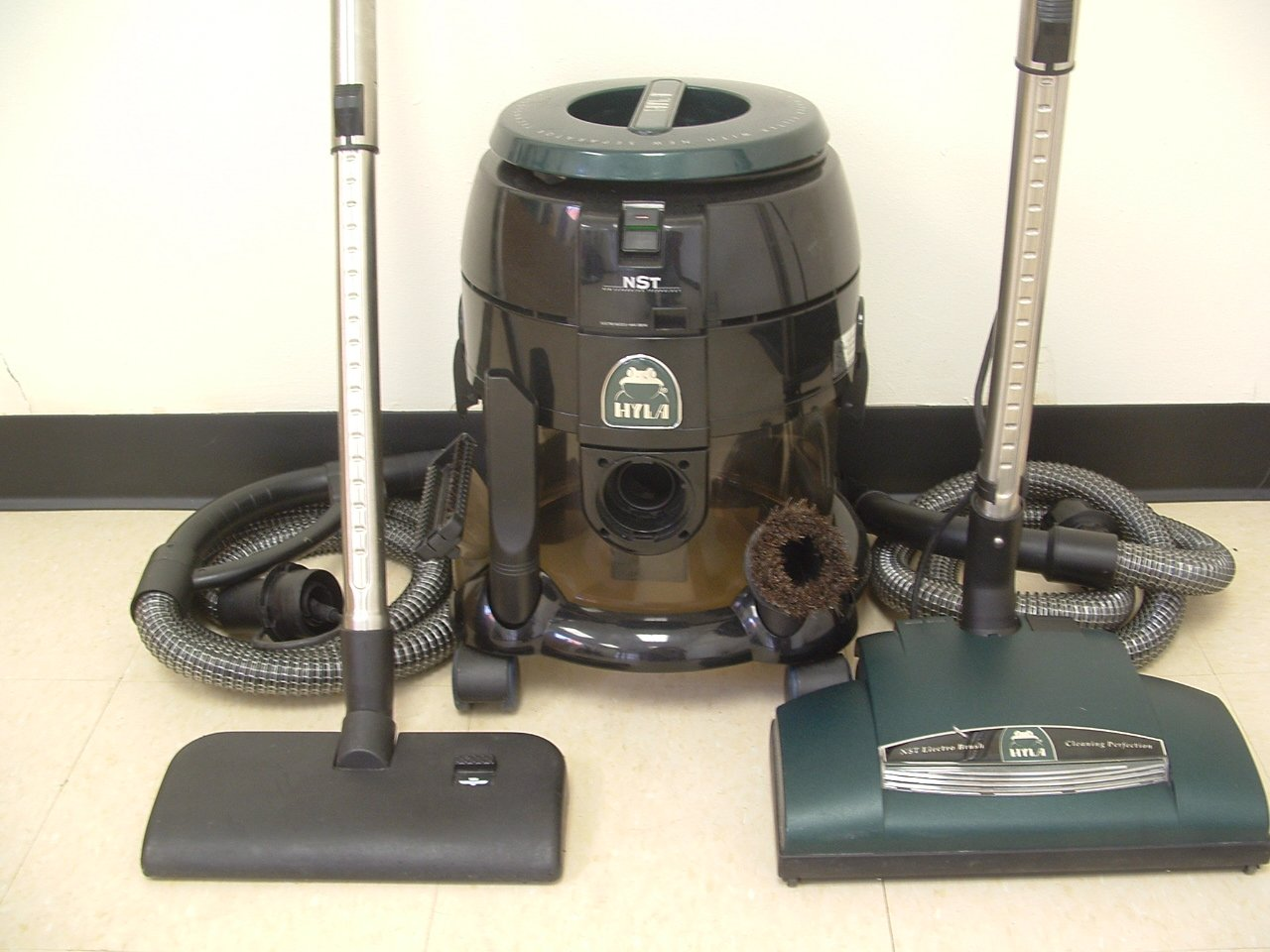 Best Water Filtration Vacuum Cleaners: Hyla NST